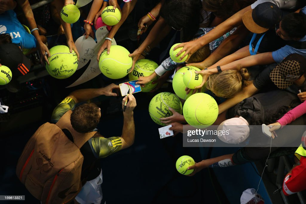 <a gi-track='captionPersonalityLinkClicked' href=/galleries/search?phrase=Andy+Murray+-+Jogador+de+t%C3%A9nis&family=editorial&specificpeople=200668 ng-click='$event.stopPropagation()'>Andy Murray</a> of Great Britain signs autographs after winning his fourth round match against Gilles Simon of France during day eight of the 2013 Australian Open at Melbourne Park on January 21, 2013 in Melbourne, Australia.