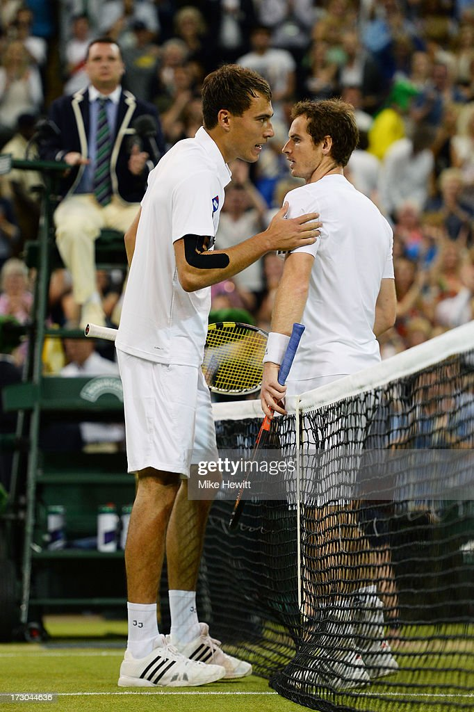 <a gi-track='captionPersonalityLinkClicked' href=/galleries/search?phrase=Andy+Murray+-+Jogador+de+t%C3%A9nis&family=editorial&specificpeople=200668 ng-click='$event.stopPropagation()'>Andy Murray</a> of Great Britain speaks with <a gi-track='captionPersonalityLinkClicked' href=/galleries/search?phrase=Jerzy+Janowicz&family=editorial&specificpeople=4482863 ng-click='$event.stopPropagation()'>Jerzy Janowicz</a> of Poland at the net after their Gentlemen's Singles semi-final match on day eleven of the Wimbledon Lawn Tennis Championships at the All England Lawn Tennis and Croquet Club on July 5, 2013 in London, England.