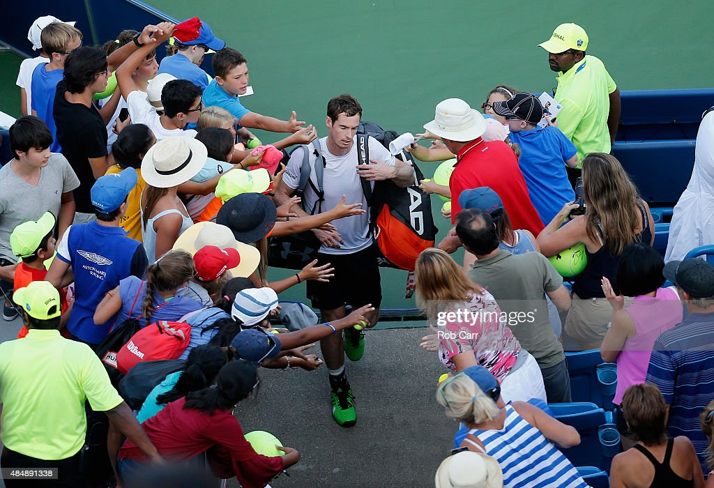 Andy Murray of Great Britain walks off the court after losing to Roger Federer during the semifinals of the Western & Southern Open at the Linder Family Tennis Center on August 22, 2015 in Cincinnati, Ohio.