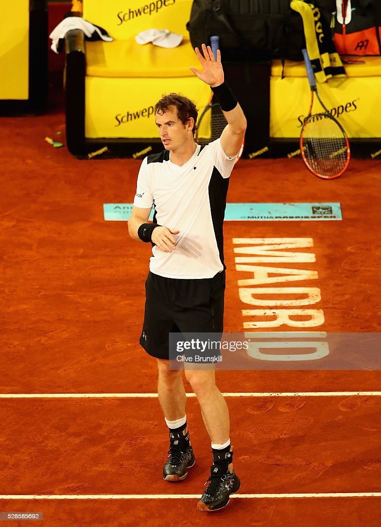 <a gi-track='captionPersonalityLinkClicked' href=/galleries/search?phrase=Andy+Murray+-+Tennisspelare&family=editorial&specificpeople=200668 ng-click='$event.stopPropagation()'>Andy Murray</a> of Great Britain waves to the crowd after his straight sets victory against Tomas Berdych of the Czech Republic in their quarter final round match during day seven of the Mutua Madrid Open tennis tournament at the Caja Magica on May 06, 2016 in Madrid,Spain.