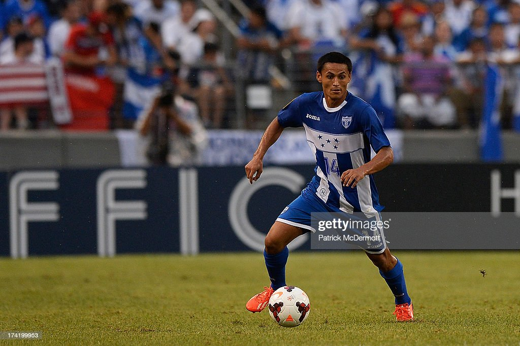 Andy Najar #14 of Honduras controls the ball against Costa Rica in the second half during the 2013 CONCACAF Gold Cup quarterfinal game at M&T Bank Stadium on July 21, 2013 in Baltimore, Maryland.