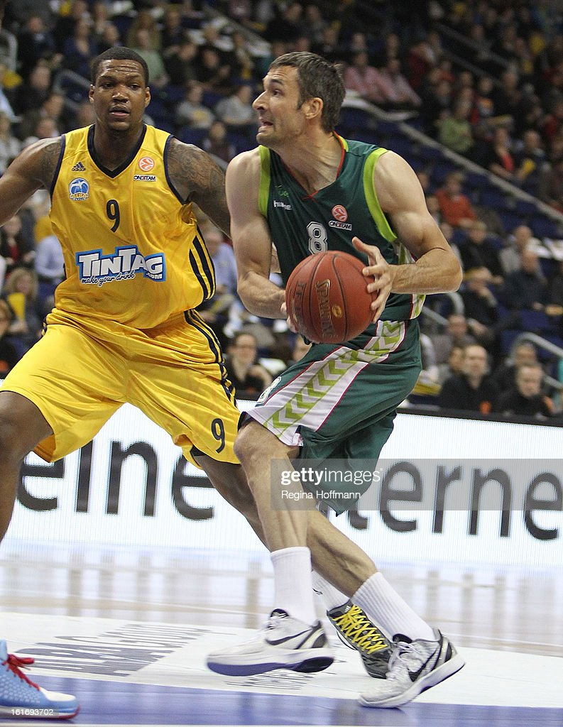 Andy Panko, #8 of Unicaja Malaga competes with <a gi-track='captionPersonalityLinkClicked' href=/galleries/search?phrase=Deon+Thompson&family=editorial&specificpeople=4026290 ng-click='$event.stopPropagation()'>Deon Thompson</a>, #9 of Alba Berlin during the 2012-2013 Turkish Airlines Euroleague Top 16 Date 7 between Alba Berlin v Unicaja Malaga at O2 World on February 14, 2013 in Berlin, Germany.