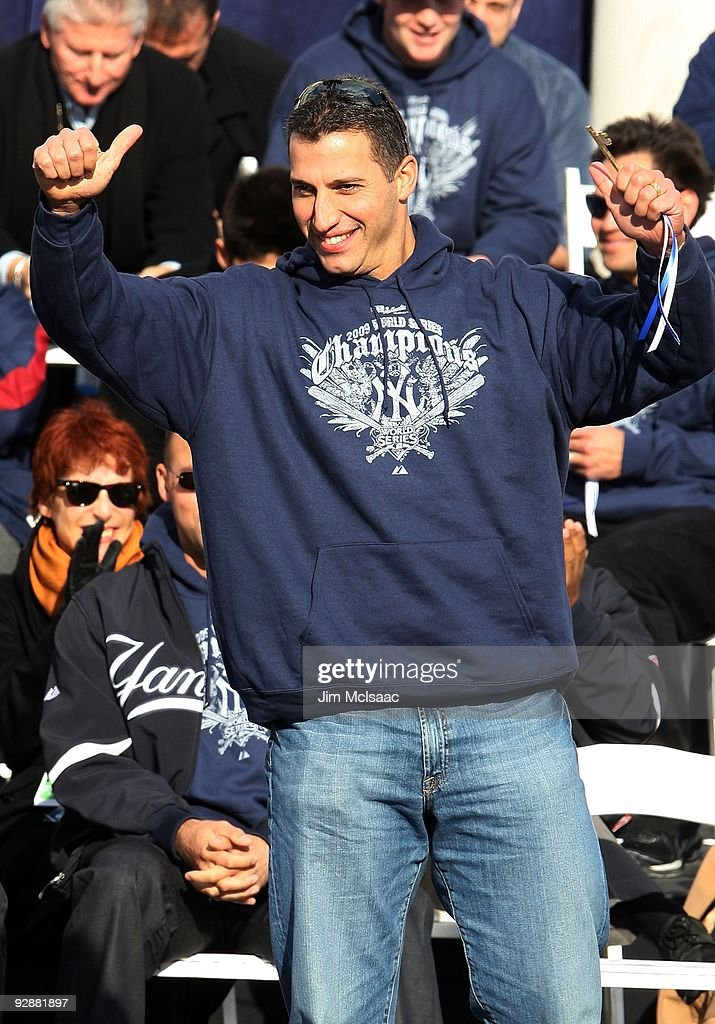 <a gi-track='captionPersonalityLinkClicked' href=/galleries/search?phrase=Andy+Pettitte&family=editorial&specificpeople=201753 ng-click='$event.stopPropagation()'>Andy Pettitte</a> #46 of the New York Yankees waves to the crowd after accepting his key to the city at the New York Yankees World Series Victory Celebration at City Hall on November 6, 2009 in New York, New York.