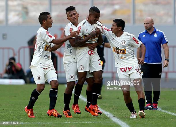 Andy Polo of Universitario celebrates with his teammates after scoring the first goal of his team against Sporting Cristal during a match between...