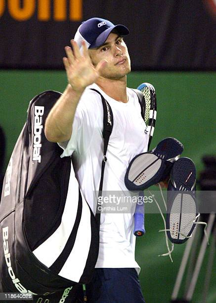 Andy Roddick bids farewell to crowd in Australia after loosing his quarter final match 62 36 57 76 46 to unseeded Marat Safin