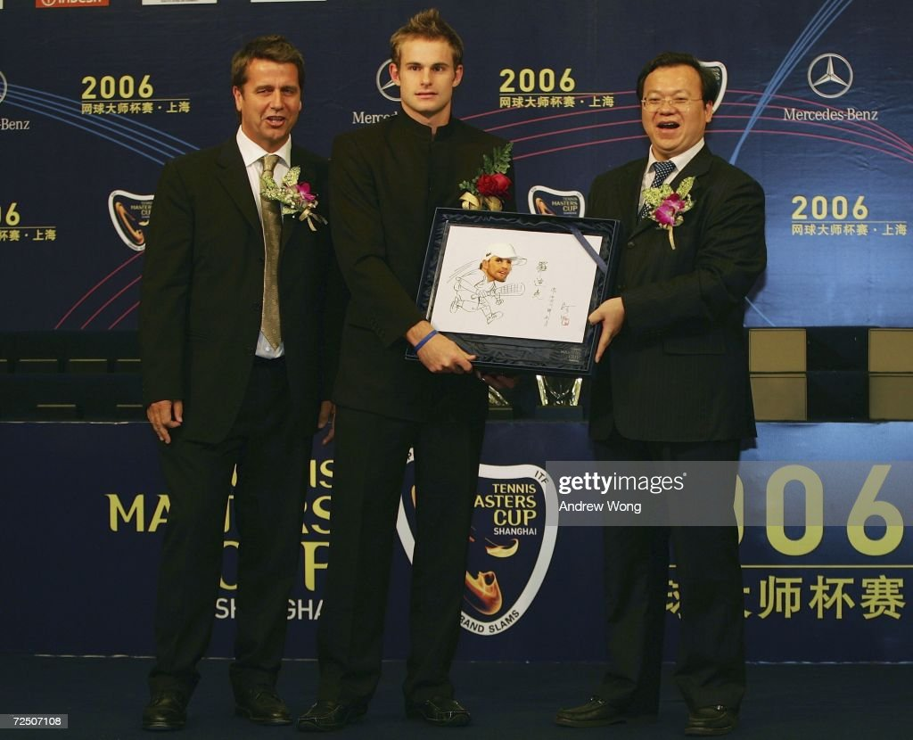 Andy Roddick of the USA receives a souvenir from Chen Jing Director of Minhang District of Shanghai as Brad Drewett Tennis Masters Cup Tournament...