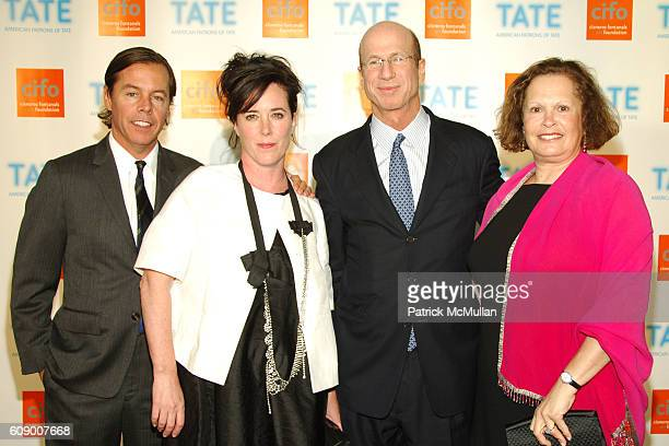 Andy Spade Kate Spade James Gordon and Andrea Gordon attend American Patrons of the Tate Artists Dinner at Riverfront Pavilion on May 8 2007 in New...