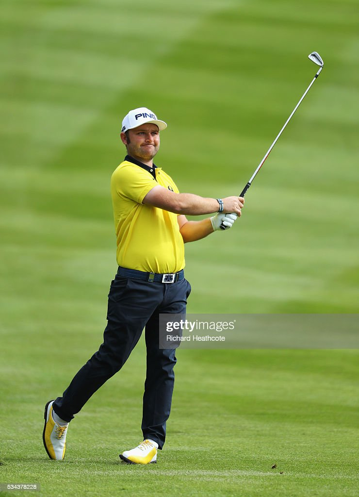 <a gi-track='captionPersonalityLinkClicked' href=/galleries/search?phrase=Andy+Sullivan+-+Golfista&family=editorial&specificpeople=13886721 ng-click='$event.stopPropagation()'>Andy Sullivan</a> of England hits his 2nd shot on the 4th hole during day one of the BMW PGA Championship at Wentworth on May 26, 2016 in Virginia Water, England.