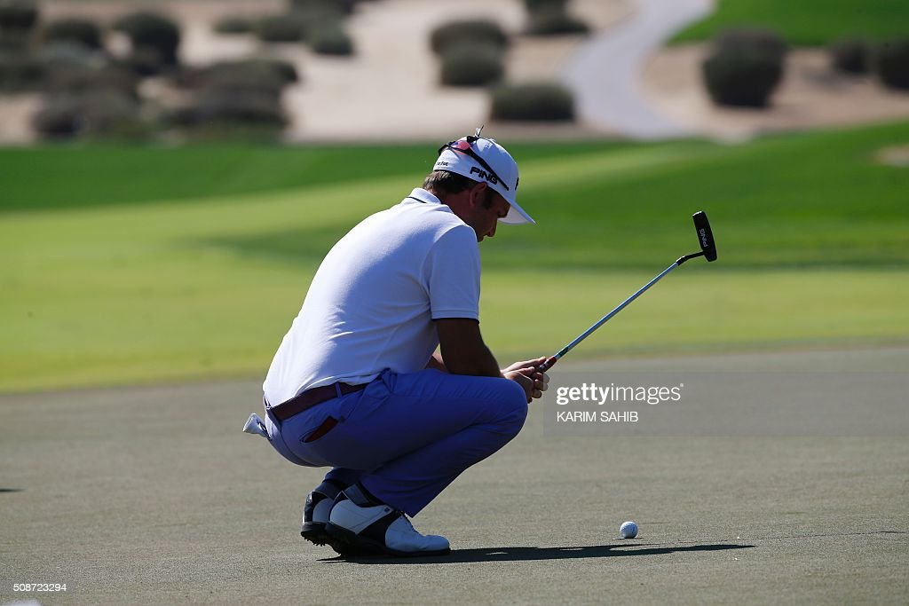 Andy Sullivan of England plays a shot during the third round of the 2016 Dubai Desert Classic at the Emirates Golf Club in Dubai on February 6, 2016. / AFP / KARIM SAHIB