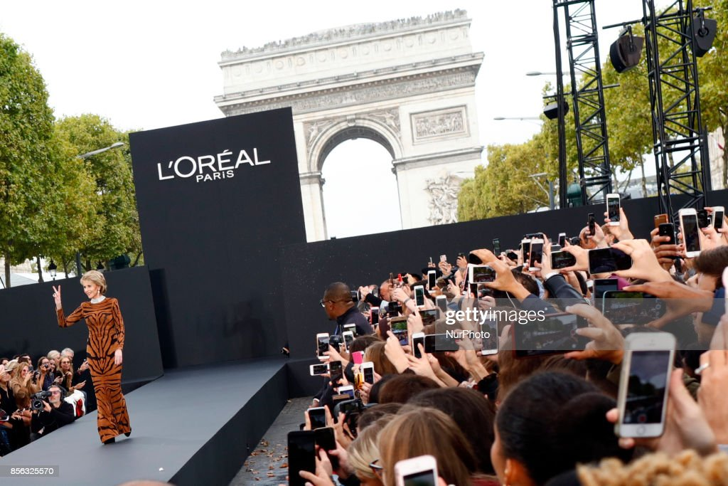 ane Fonda stops to greet Naomi Campbell on the runway during the Le Defile L'Oreal Paris show as part of the Paris Fashion Week Womenswear Spring/Summer 2018 on October 1, 2017 at the Champs Elysees Avenue in Paris, France.