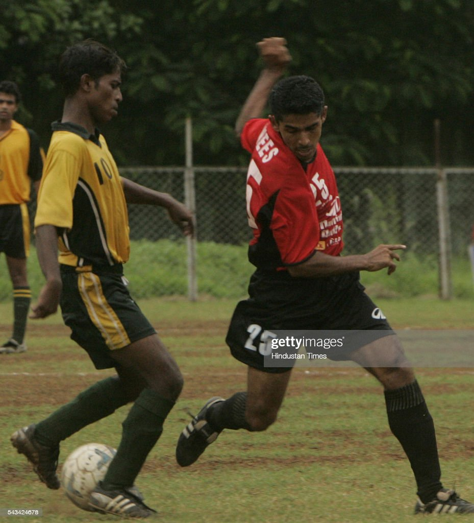 K. Anees (red) of mahindra united and David Neville (yellow) of RCF fighting for the ball during h2k-mdfa-elite division football match at cooperage on August 31, 2005.