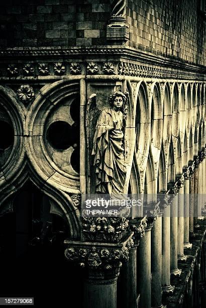 Ángel en palacio ducal