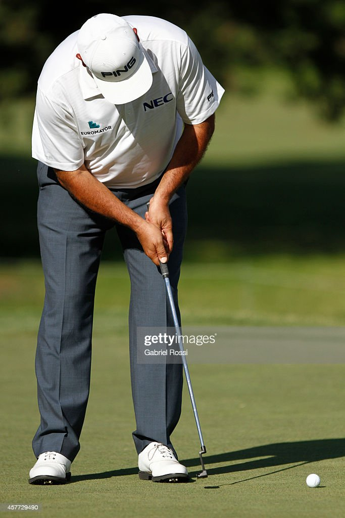 Angel Cabrera of Argentina plays a putt on the 18th hole during the first round of America's Golf Cup as part of PGA Latinoamerica tour at Olivos...