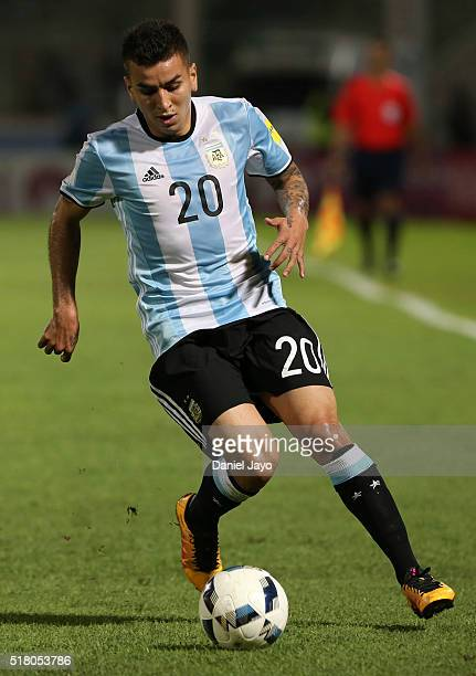 Angel Correa of Argentina controls the ball during a match between Argentina and Bolivia as part of FIFA 2018 World Cup Qualifiers at Mario Alberto...