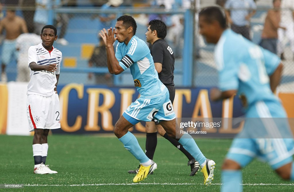 Angel di María of Sporting Cristal fights for the ball with Rinaldo Cruzado of San Martin during a match between Sporting Cristal and San Martin as part of The 2013 Torneo Descentralizado at the Alberto Gallardo Stadium on February 09, 2013 in Lima, Peru