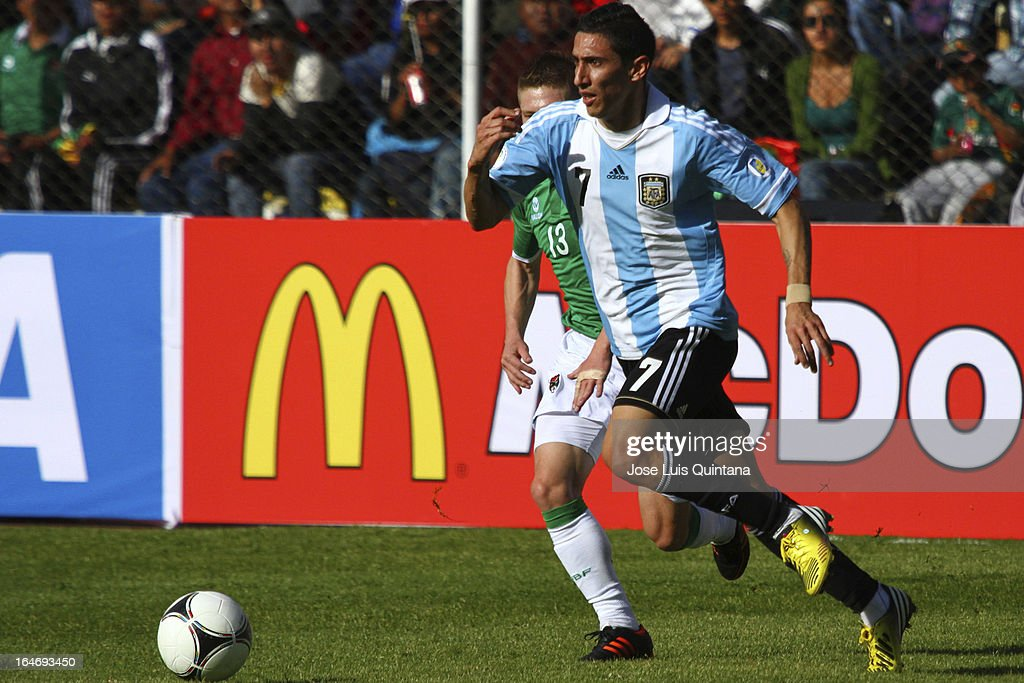 <a gi-track='captionPersonalityLinkClicked' href=/galleries/search?phrase=Angel+Di+Maria&family=editorial&specificpeople=4110691 ng-click='$event.stopPropagation()'>Angel Di Maria</a> conducts the ball during a match between Bolivia and Argentina as part of the 12th round of the South American Qualifiers for the FIFA World Cup Brazil 2014 at the Hernando Siles Stadium on March 26, 2013 in La Paz, Bolivia.