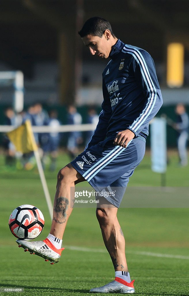 Angel Di Maria during plays the ball a training session at Argentine Football Association (AFA) 'Julio Humberto Grondona' training camp on May 24, 2015 in Ezeiza, Argentina. Argentina will face Honduras on May 27, 2015.
