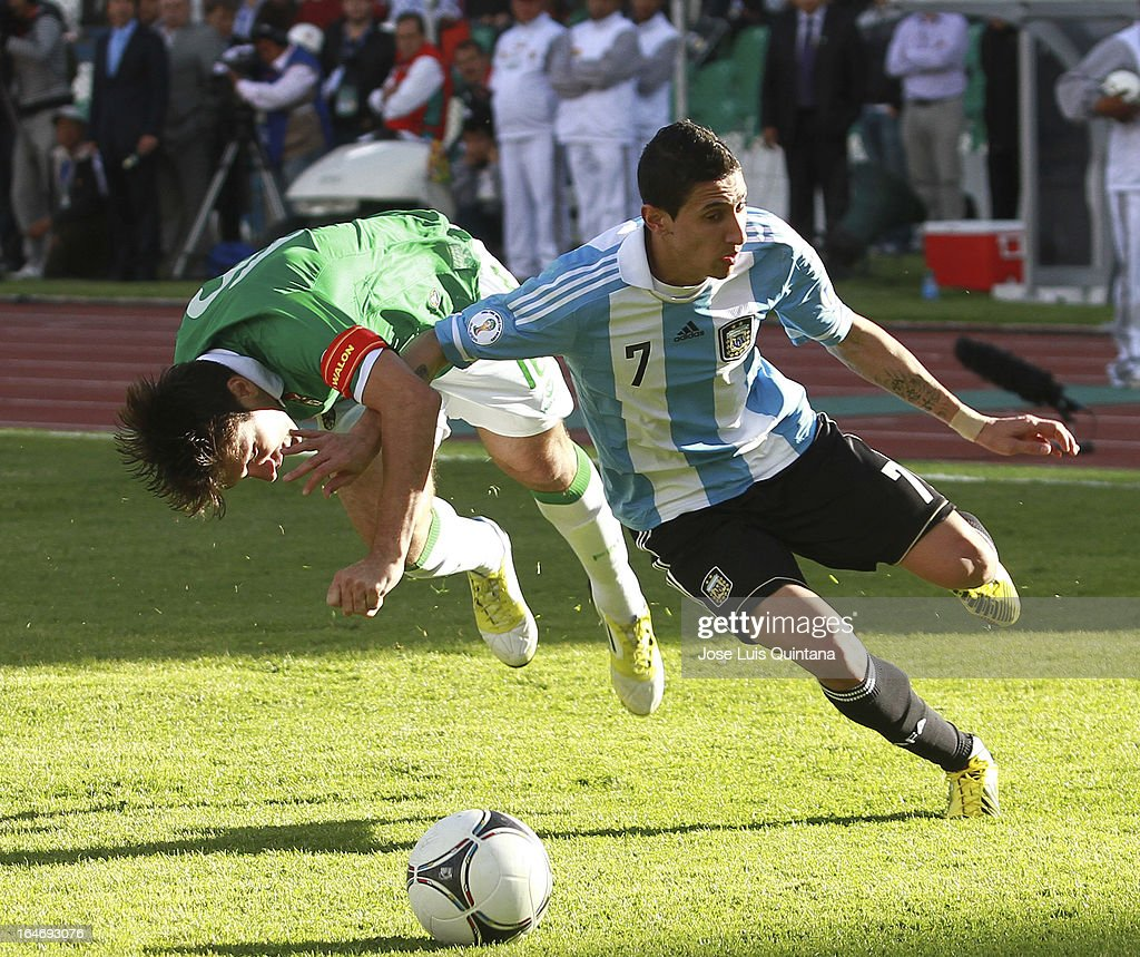 <a gi-track='captionPersonalityLinkClicked' href=/galleries/search?phrase=Angel+Di+Maria&family=editorial&specificpeople=4110691 ng-click='$event.stopPropagation()'>Angel Di Maria</a> of Argentina secures the ball during a match between Bolivia and Argentina as part of the 12th round of the South American Qualifiers for the FIFA World Cup Brazil 2014 at the Hernando Siles Stadium on March 26, 2013 in La Paz, Bolivia.