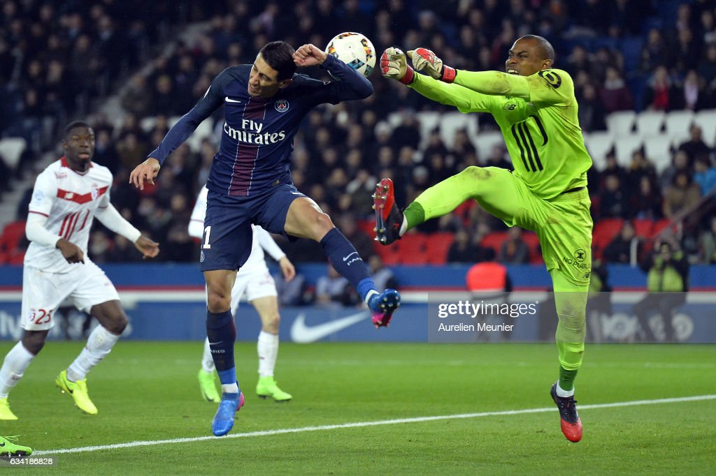 Angel Di Maria of Paris Saint-Germain and Vincent Enyeama of Lille OSC fight for the ball during the Ligue 1 match between Paris Saint-Germain and Lille OSC at Parc des Princes on February 7, 2017 in Paris, France.