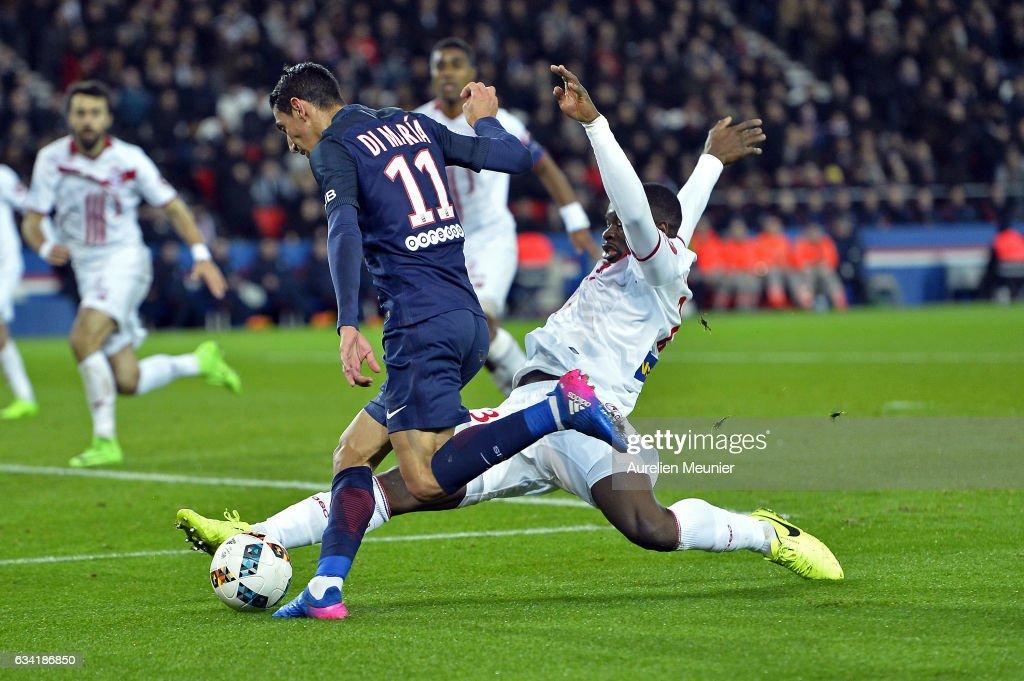 Angel Di Maria of Paris Saint-Germain shoots during the Ligue 1 match between Paris Saint-Germain and Lille OSC at Parc des Princes on February 7, 2017 in Paris, France.