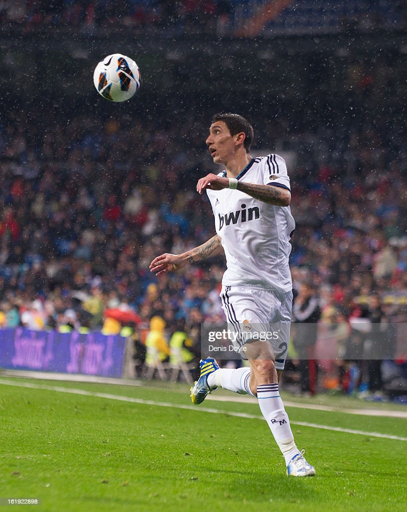 Angel di Maria of Real Madrid CF controls the ball during the La Liga match between Real Madrid CF and Rayo Vallecano at estadio Santiago Bernabeu on February 17, 2013 in Madrid, Spain.