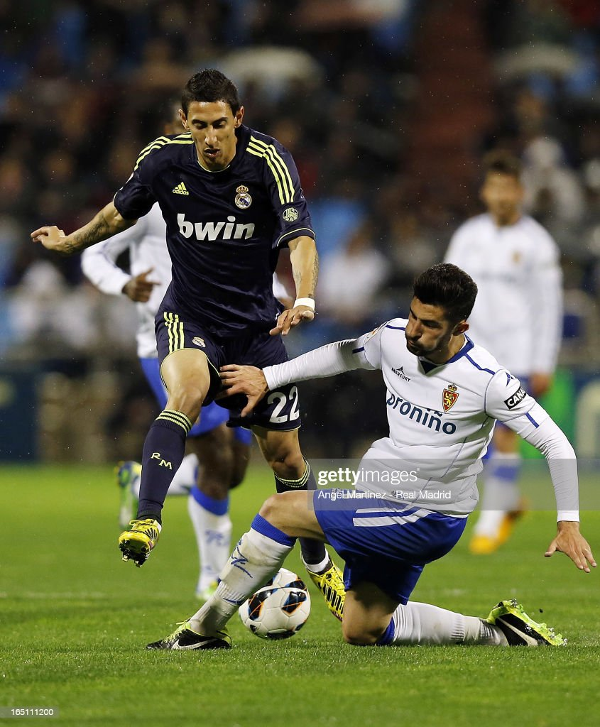 Angel di Maria of Real Madrid competes for the ball with <a gi-track='captionPersonalityLinkClicked' href=/galleries/search?phrase=Alvaro+Gonzalez+-+Soccer+Player&family=editorial&specificpeople=2261829 ng-click='$event.stopPropagation()'>Alvaro Gonzalez</a> of Real Zaragoza during the La Liga match between Real Zaragoza and Real Madrid at La Romareda on March 30, 2013 in Zaragoza, Spain.