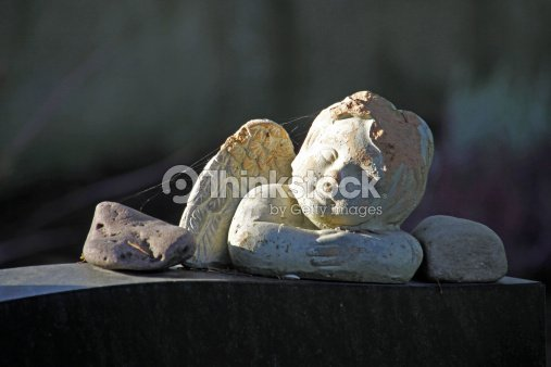 Angel figure on a grave : Stock Photo