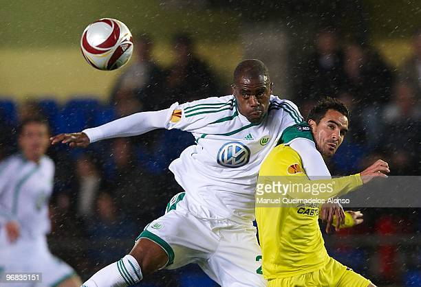 Angel of Villarreal competes for the ball with Grafite of Wolfsburg during the UEFA Europa League football match between Villarreal CF and VFL...