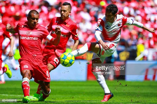 Angel Reyna of Veracruz struggles for the ball with Paulo Da Silva of Toluca during the 6th round match between Toluca and Veracruz as part of the...
