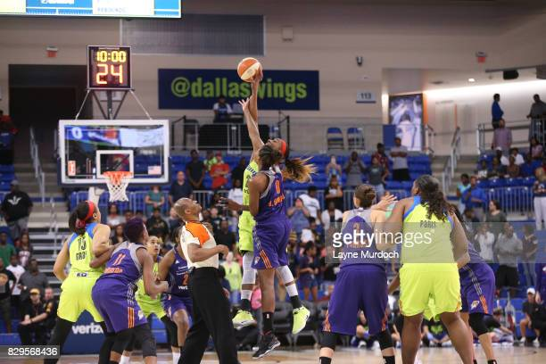 Angel Robinson of the Phoenix Mercury goes for the tip off against Glory Johnson of the Dallas Wings on August 10 2017 at College Park Center in...