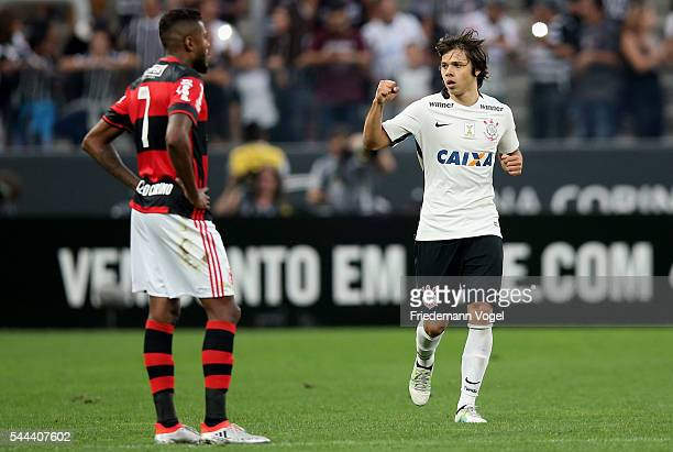 Angel Romero of Corinthians celebrates scoring the first goal during the match between Corinthians and Flamengo for the Brazilian Series A 2016 at...