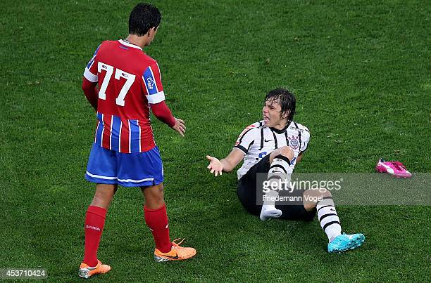 Angel Romero of Corinthians fights for the ball with Fahel of Bahia during the match between Corinthians and Bahia for the Brazilian Series A 2014 at...