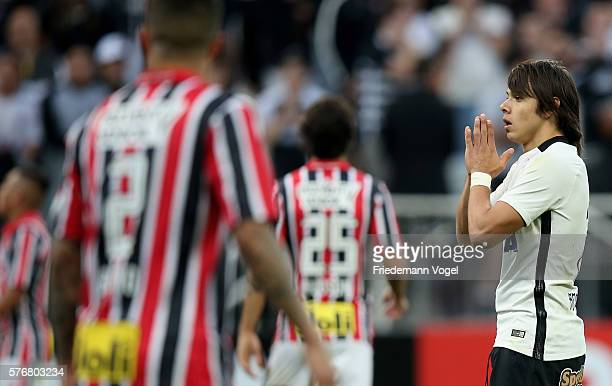 Angel Romero of Corinthians reacts during the match between Corinthians and Sao Paulo for the Brazilian Series A 2016 at Arena Corinthians on July 17...