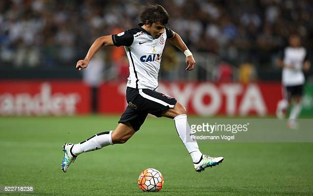Angel Romero of Corinthians runs with the ball during a match between Corinthians and Cobresal as part of Group 8 of Copa Bridgestone Libertadores at...