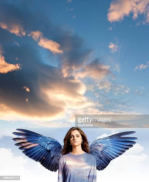 Angel femme avec les yeux fermés à la méditation