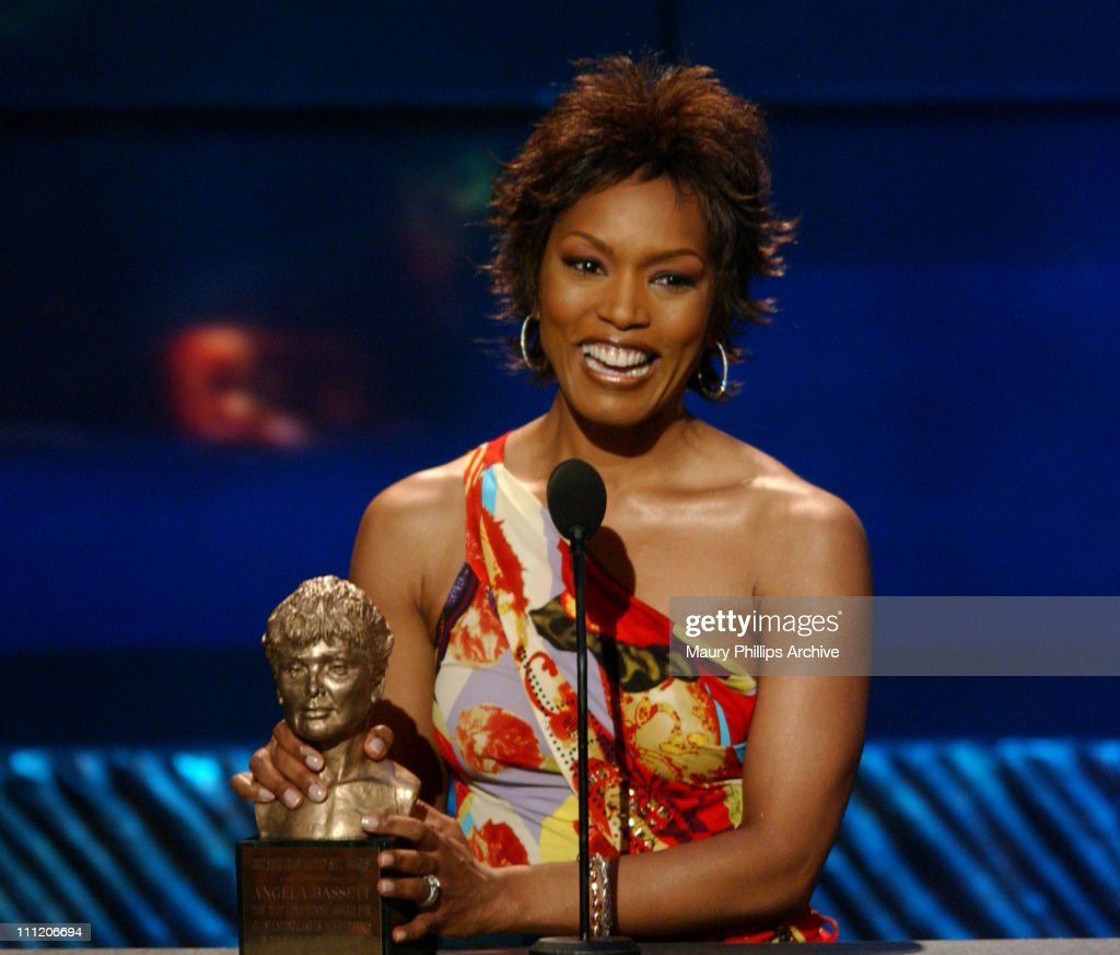 <a gi-track='captionPersonalityLinkClicked' href=/galleries/search?phrase=Angela+Bassett&family=editorial&specificpeople=171174 ng-click='$event.stopPropagation()'>Angela Bassett</a> receives the 2002 Lena Horne award for outstanding career achievement