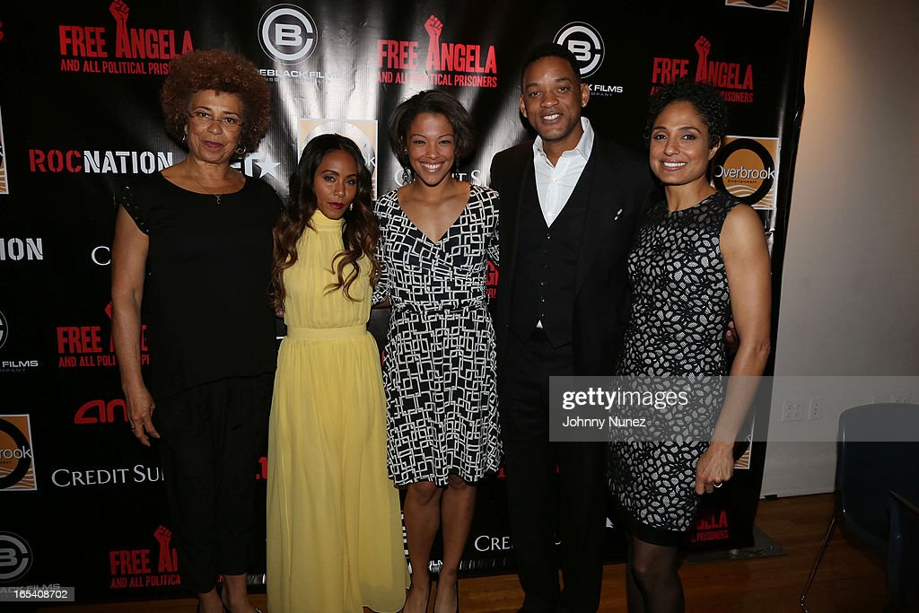 <a gi-track='captionPersonalityLinkClicked' href=/galleries/search?phrase=Angela+Davis+-+Activist&family=editorial&specificpeople=233774 ng-click='$event.stopPropagation()'>Angela Davis</a>, <a gi-track='captionPersonalityLinkClicked' href=/galleries/search?phrase=Jada+Pinkett+Smith&family=editorial&specificpeople=201837 ng-click='$event.stopPropagation()'>Jada Pinkett Smith</a>, Eisa Davis, <a gi-track='captionPersonalityLinkClicked' href=/galleries/search?phrase=Will+Smith+-+Actor+-+Born+1968&family=editorial&specificpeople=156403 ng-click='$event.stopPropagation()'>Will Smith</a> and Shola Lynch attend the 'Free Angela and All Political Prisoners' New York Premiere at The Schomburg Center for Research in Black Culture on April 3, 2013 in New York City.