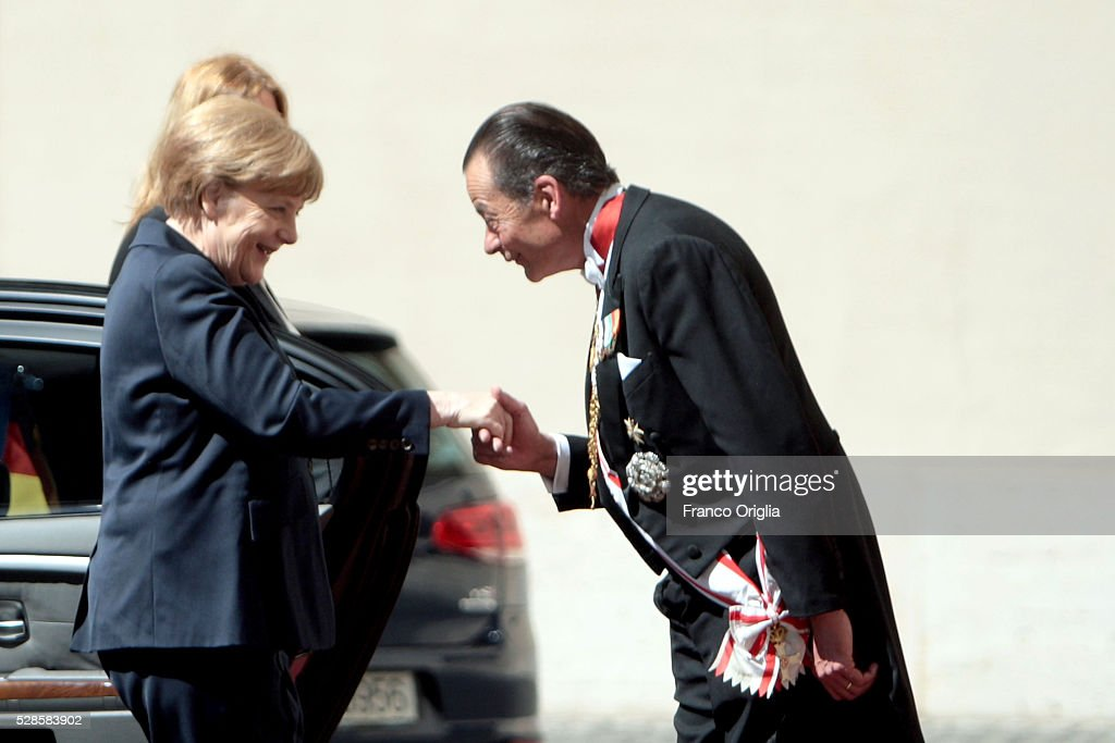 <a gi-track='captionPersonalityLinkClicked' href=/galleries/search?phrase=Angela+Merkel&family=editorial&specificpeople=202161 ng-click='$event.stopPropagation()'>Angela Merkel</a> arrives at the Apostolic Palace to meet Pope Francis on May 6, 2016 in Vatican City, Vatican. Today the Pontiff will be awarded with the International Charlemagne Prize of Aachen.