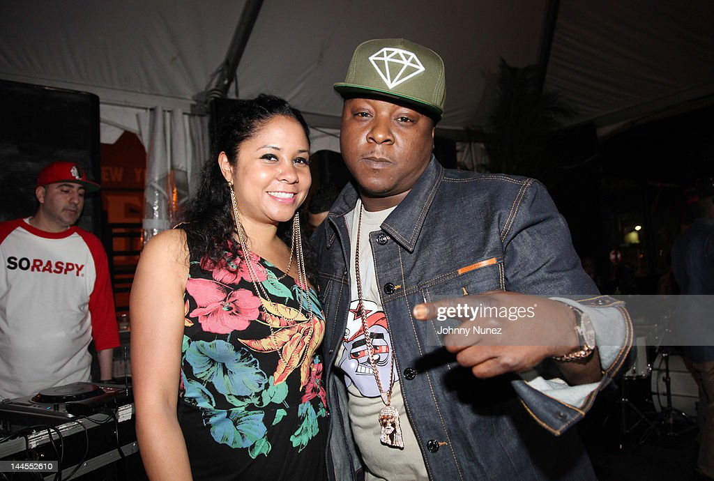 <a gi-track='captionPersonalityLinkClicked' href=/galleries/search?phrase=Angela+Yee&family=editorial&specificpeople=4443054 ng-click='$event.stopPropagation()'>Angela Yee</a> and <a gi-track='captionPersonalityLinkClicked' href=/galleries/search?phrase=Jadakiss&family=editorial&specificpeople=224058 ng-click='$event.stopPropagation()'>Jadakiss</a> attend Hudson Cafe on May 15, 2012 in New York City.