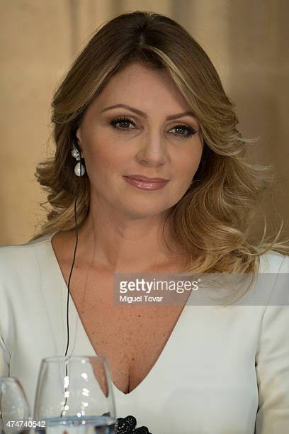 Angelica Rivera first lady of Mexico attends the welcome ceremony for Sauli Niinistö president of Finland at Palacio Nacional on May 25 2015 in...