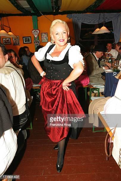 Angelika Milster Bei Der O2 Party Im Hippodrom Von Sepp Krätz Und Brigitt Baumgartl Wolff Beim Münchner Oktoberfest Am 170905