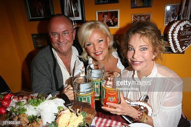 Angelika Milster Mit Ehemann Andre Bauer Und Sydne Rome Bei Der 'Davidoff Nacht' Im Hippodrom Beim Oktoberfest In München