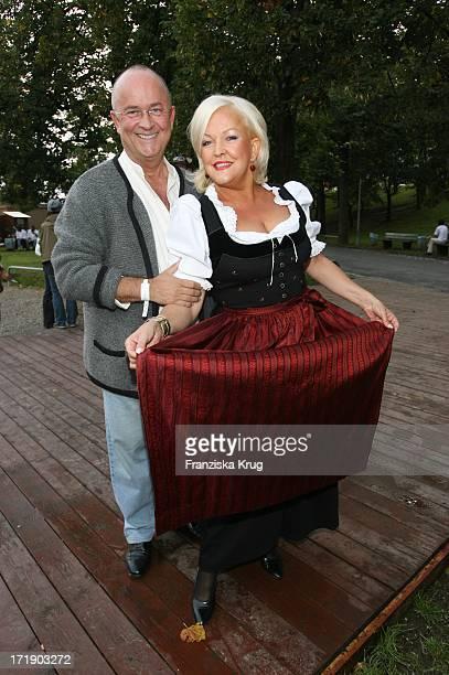 Angelika Milster Und Ehemann Andre Bauer Bei Der 'Davidoff Nacht' Im Hippodrom Beim Oktoberfest In München