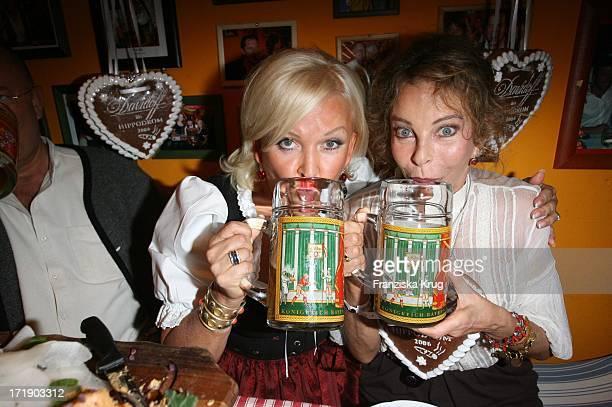 Angelika Milster Und Sydne Rome Bei Der 'Davidoff Nacht' Im Hippodrom Beim Oktoberfest In München