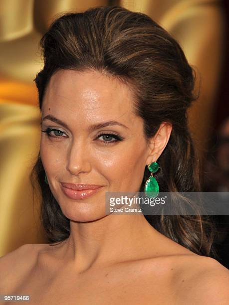 Angelina Jolie arrives at the 81st Academy Awards at The Kodak Theatre on February 22 2009 in Hollywood California