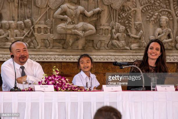 Angelina Jolie laughs with actress Sareum Srey Moch and producer Rithy Panh during a press conference ahead of the premiere of their new movie 'First...
