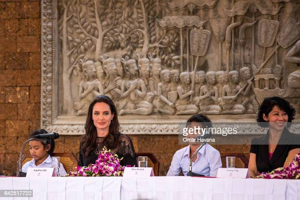 Angelina Jolie Sareum Srey Moch Mun Kimhak and Loung Ung hold a press conference ahead of the premiere of their new film 'First They Killed My...
