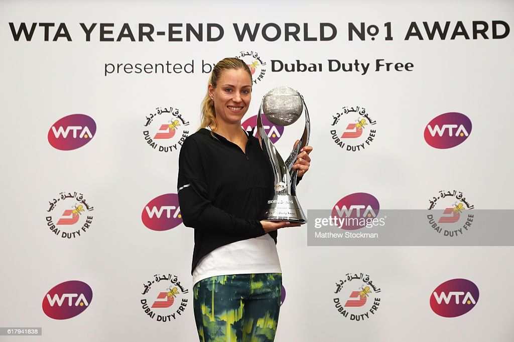 Angelique Kerber of Germany poses with the DDF Year-End World No.1 trophy during day 3 of the BNP Paribas WTA Finals Singapore at Singapore Sports Hub on October 25, 2016 in Singapore.