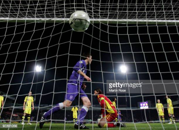 Angelo Barletta of Osnabruck scores his team's 1st goal during the DFB Cup third round match between VfL Osnabrueck and Borussia Dortmund at Osnatel...