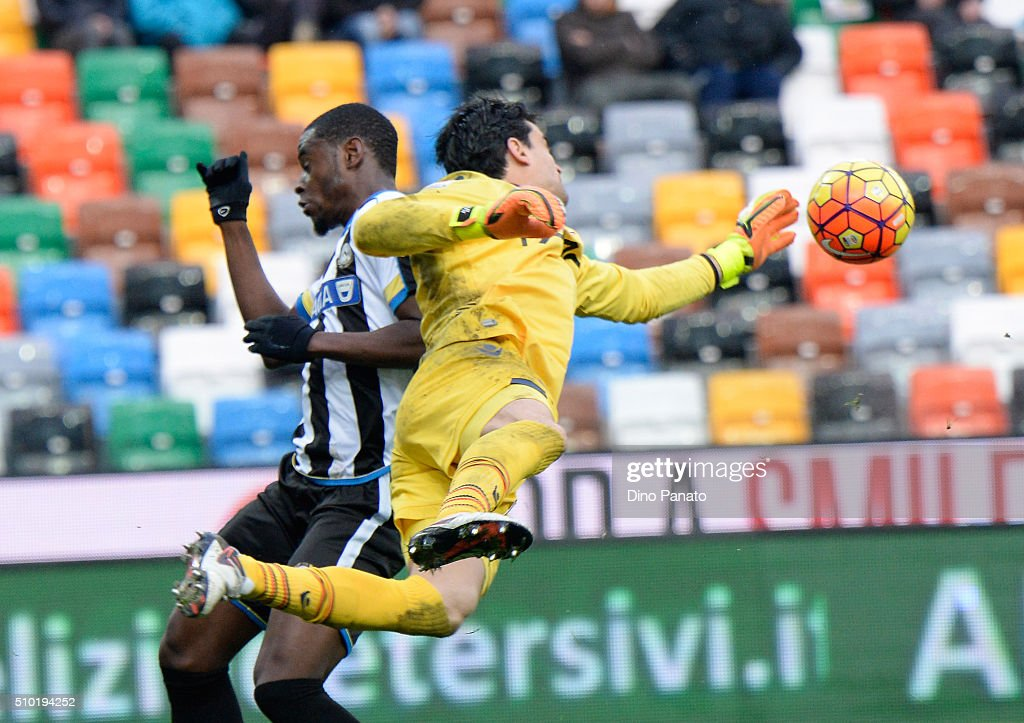 Angelo Esmael Da Costa goalkeeper of Bologna FC save to Duvan Zapata of Udinese during the Serie A match between Udinese Calcio and Bologna FC at Stadio Friuli on February 14, 2016 in Udine, Italy.